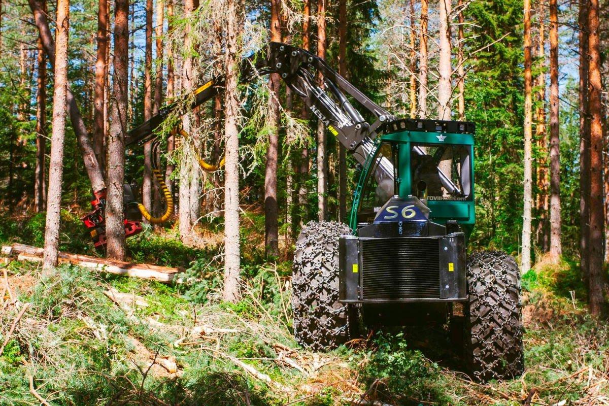 Лесозаготовительный комбайн для сплошных рубок